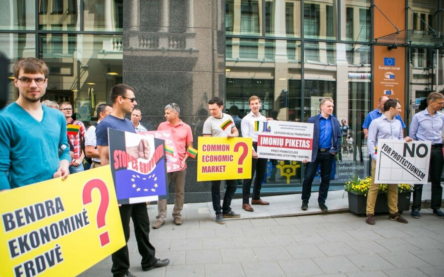Lithuanian carriers joined protest rally in front of EC