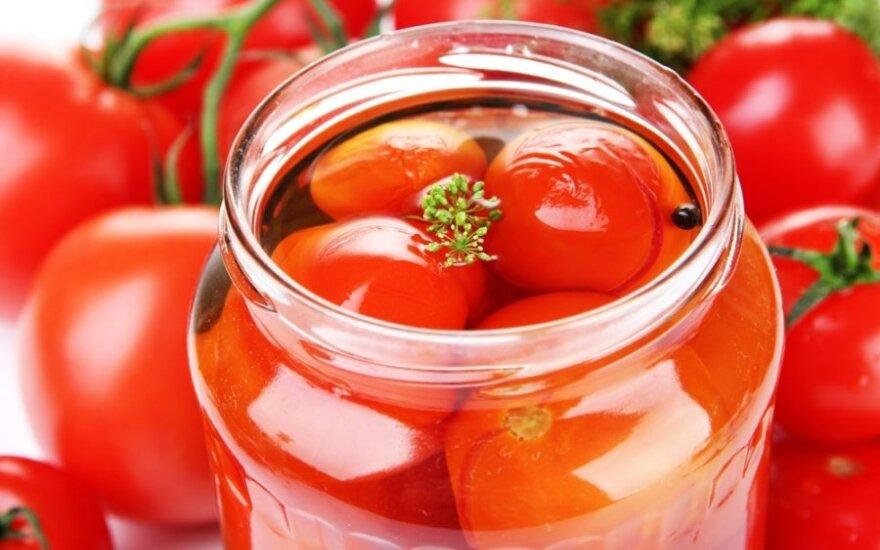 Marinuoti pomidorai su paprika ir morkomis