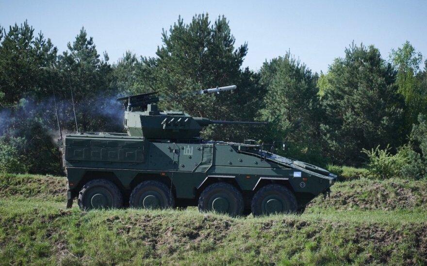 """Į Lietuva atgabentos pirmosios pėstininkų kovos mašinos """"Vilkas"""", pradėta jų serijinė gamyba"""