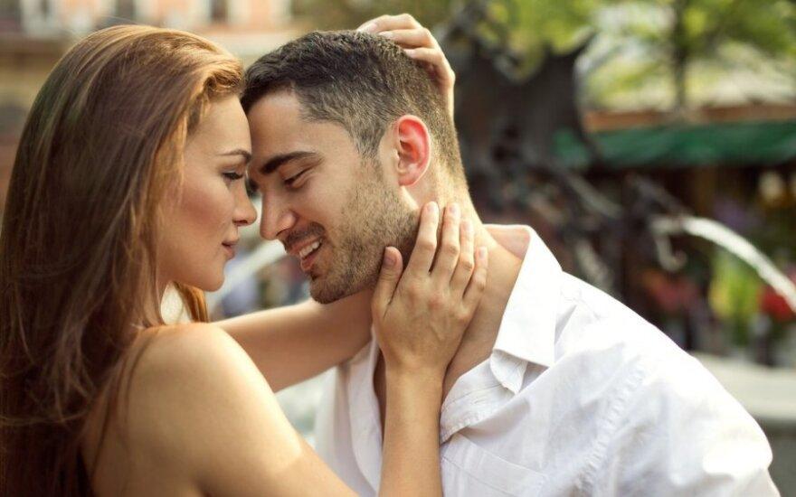 Kodėl mes santykiuose naudojame saldžius žodžius: kaip tai veikia