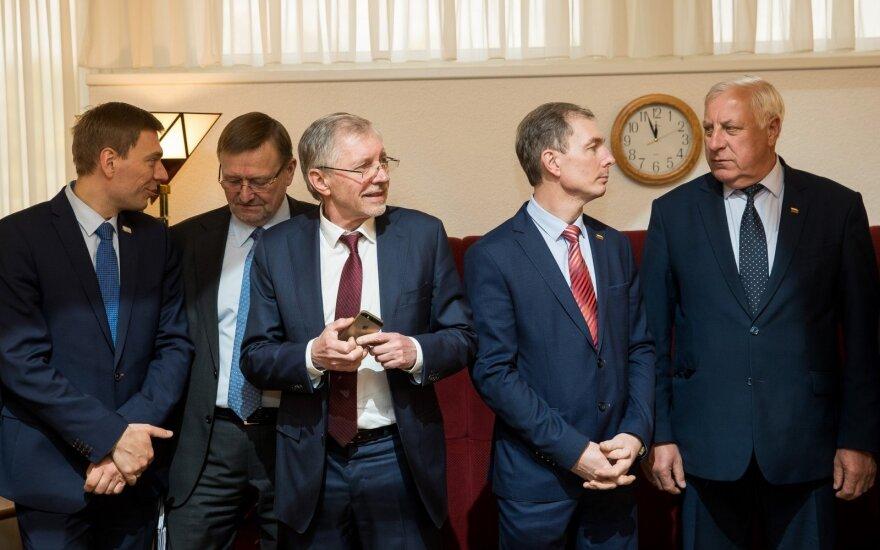 Už atsisakytą mandatą socialdarbiečiai siūlo atimti visus partijos sumokėtus užstatus