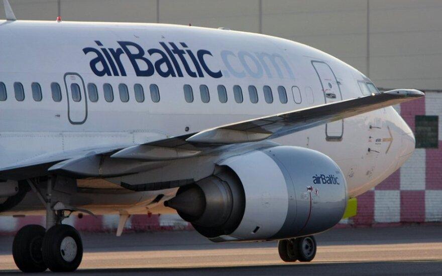 """Latvija gelbės """"airBaltic"""""""