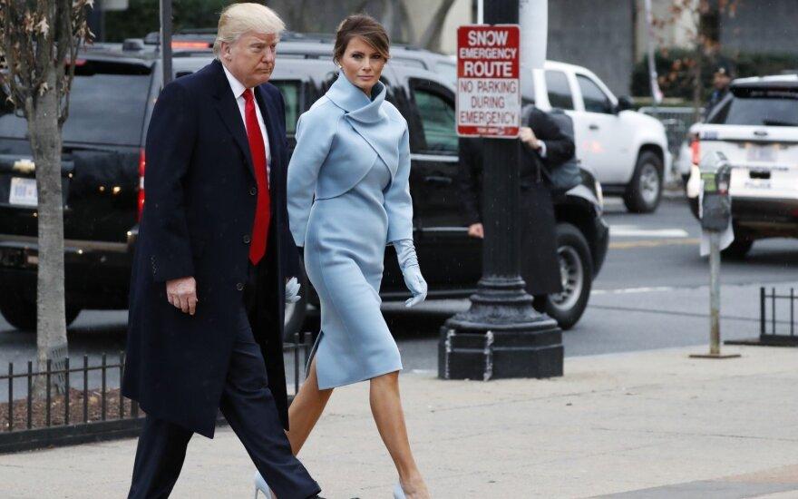 Pasaulį nustebinęs M. Trump elgesys slepia pirmosios ponios planą