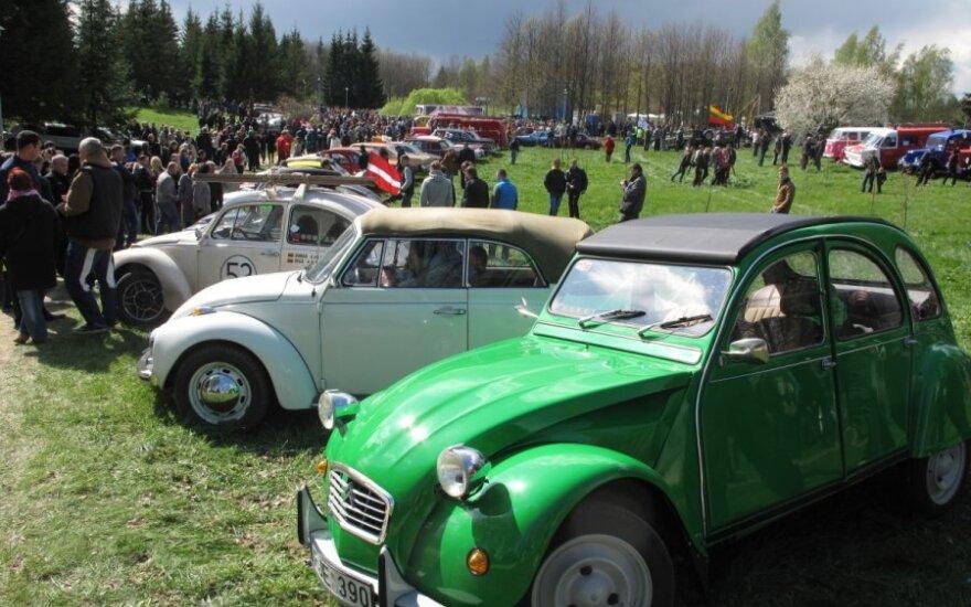 """tradicinis istorinės automobilių ir motociklų technikos festivalis """"Eugenijau, mes važiuojame 2015"""", V. J. Vilūno nuotr."""