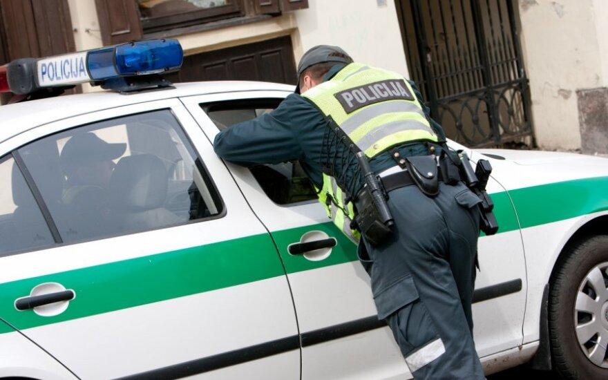 Baudos išvengęs vairuotojas apdovanojo policininkus