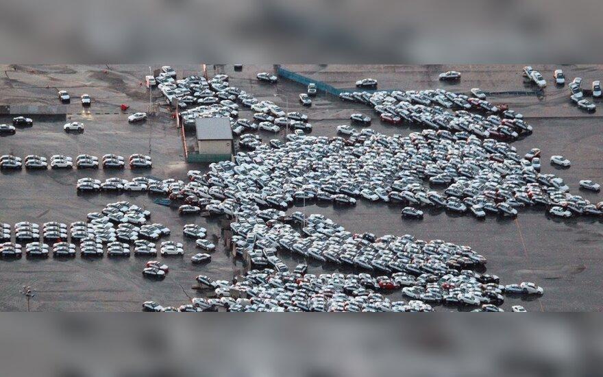 """Cunamis nušlavė 2,3 tūkst. plukdymui paruoštų """"Nissan"""" ir """"Infiniti"""" automobilių"""