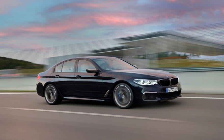 """BMW M550i xDrive"""