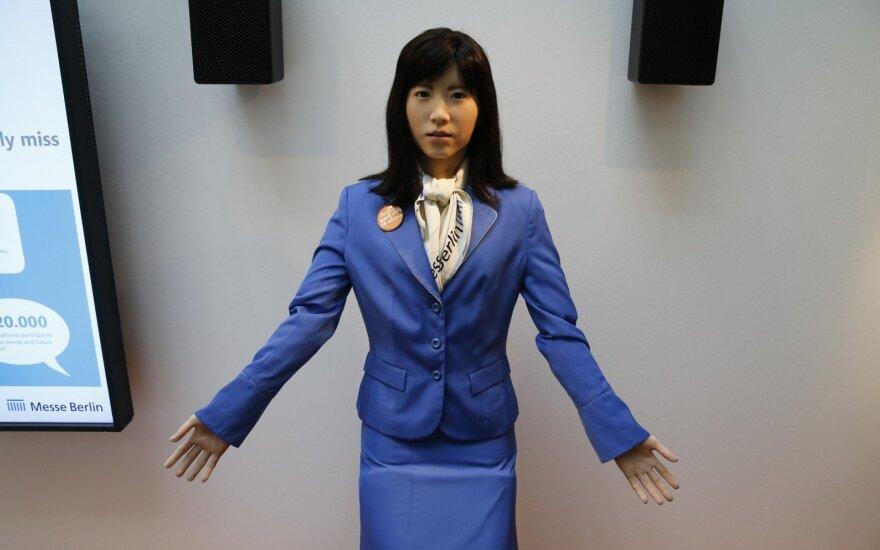Roboto neatskirsite nuo žavios merginos