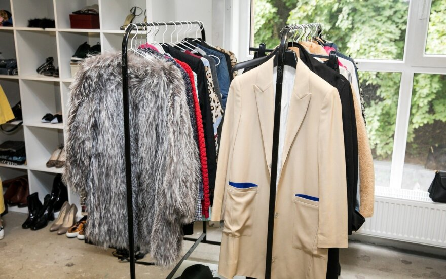 Stilingos vilnietės išpardavė savo garderobą ir štai, kokių lobių buvo galima rasti
