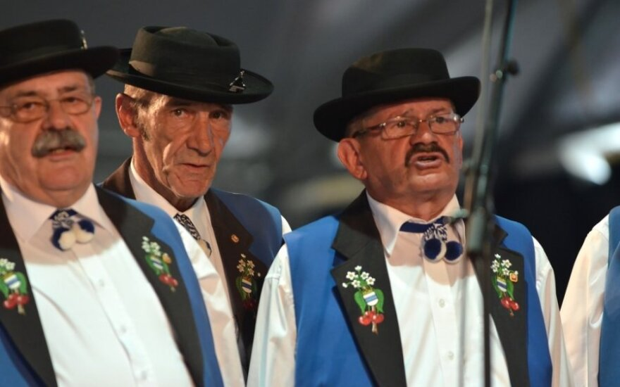 Šveicarijoje tiroliečiai dainuoja