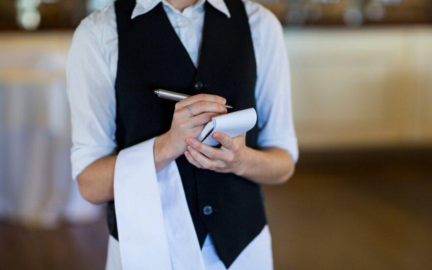 Jaunus žmones įdarbinantys verslininkai tik gūžčioja pečiais: dirbti nenori, nemotyvuoti, nieko nepranešę dingsta