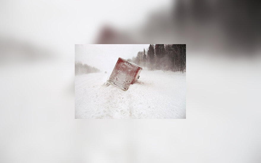 Žiema, sniegas, kelias, pūga, automobilis, avarija