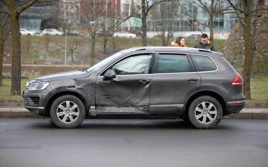 "Vilniuje susidūrė du ""Volkswagen"", sužalota 21 metų mergina"
