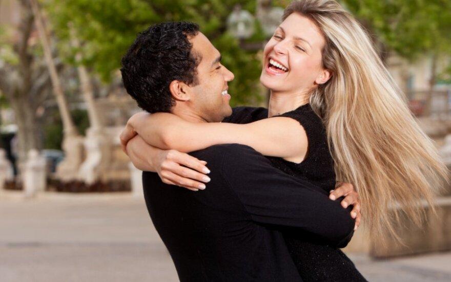 Ketvirtadalis moterų teigia, kad viešas meilės demonstravimas gali sunaikinti santykius