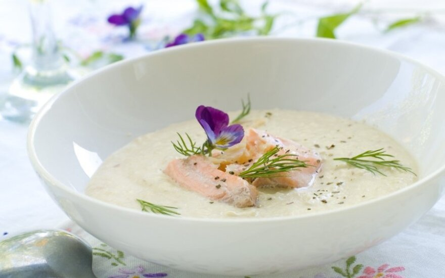 KVAPNI ir tiršta sriuba su žuvies gabalėliais