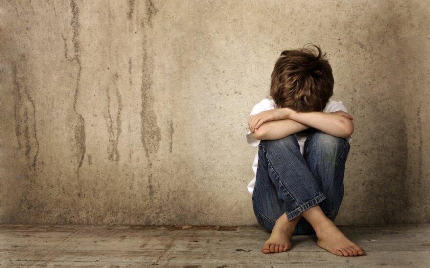 Paauglio globėju paskirtas policininkas berniuką auklėjo seksu