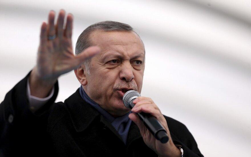 R. T. Erdoganas turkų protestus draudžiančius vokiečius palygino su naciais