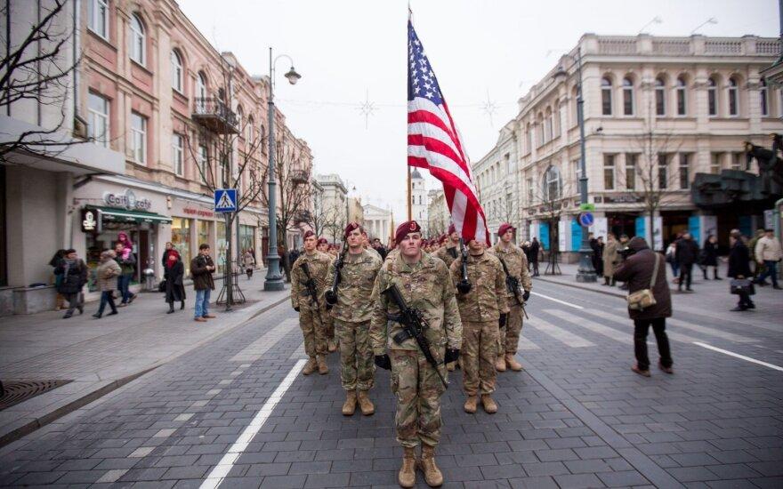 Lietuva ir JAV pasirašė sutartį dėl amerikiečių karių statuso