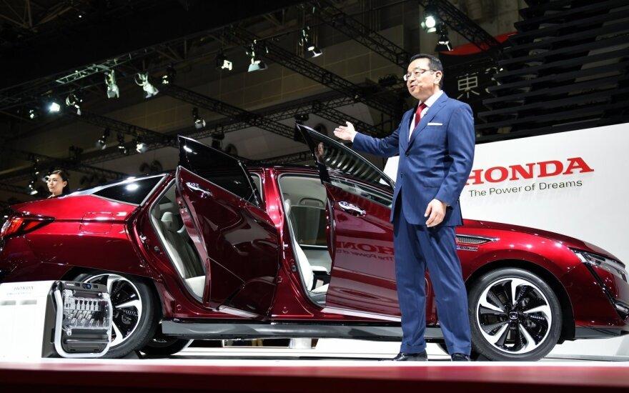"""""""Honda"""" pelną palaiko pardavimai Šiaurės Amerikoje"""