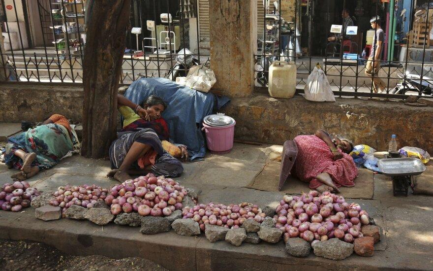 Indiją užklupo galinga svogūnų krizė