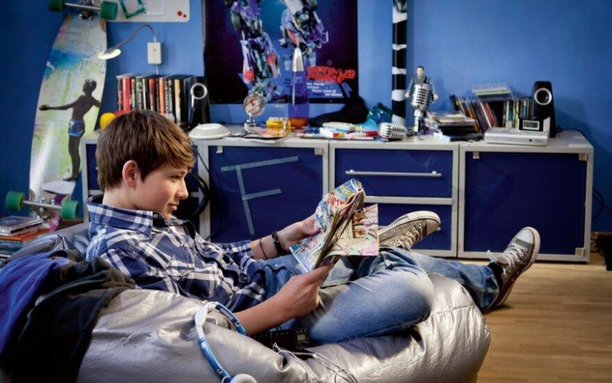 """Kai atjungiama elektra visuose elektros lizduose, belieka skaityti žurnalą . """"Schneider electric"""" nuotr."""