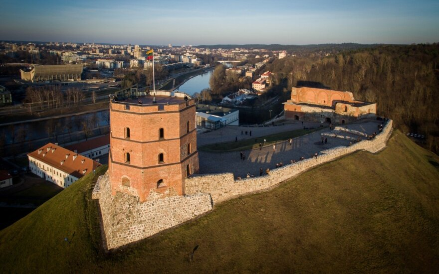 Should we be worried about Gediminas Tower and the unstable hill it stands on?