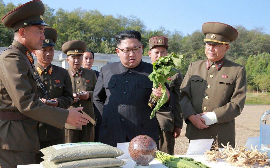 JAV žvalgybos pareigūnai: D. Trumpas labai klysta dėl Kim Jong Uno