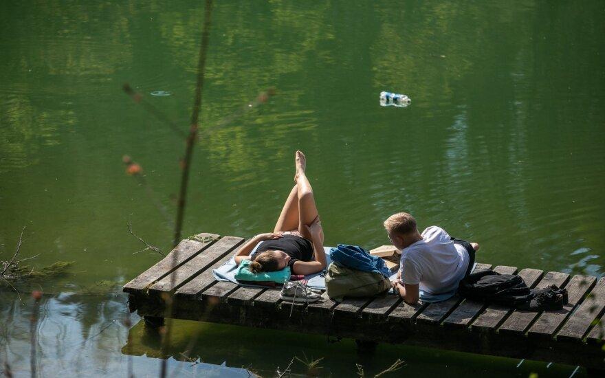 Vėsuma atsitraukia: jau nuo rytojaus sugrįš vasariška šiluma