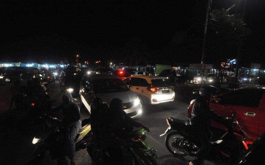 Indonezijos kalnuose po žemės drebėjimo įstrigę daugiau kaip 500 žygeivių