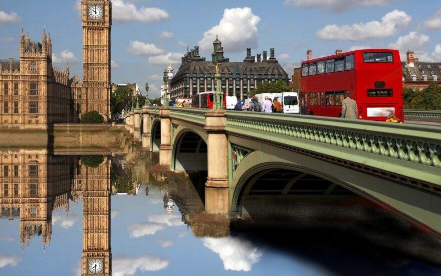 D. Britanijos išstojimas iš ES skaudžiai suduotų per verslą