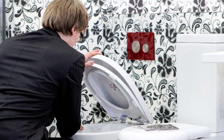 Kaip vienu vandens nuleidimu tualete galima varyti 200 tūkst. transporto priemonių?