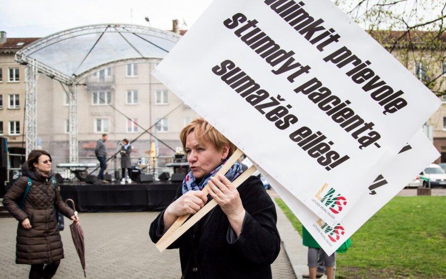 Į išsipūtusį rezervą rodantis Seimas medikų algoms norėtų 100 mln. eurų daugiau