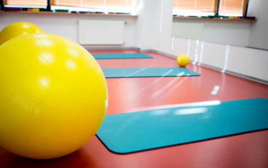 Kineziterapeutė: norint sportuoti, nebūtini treniruokliai