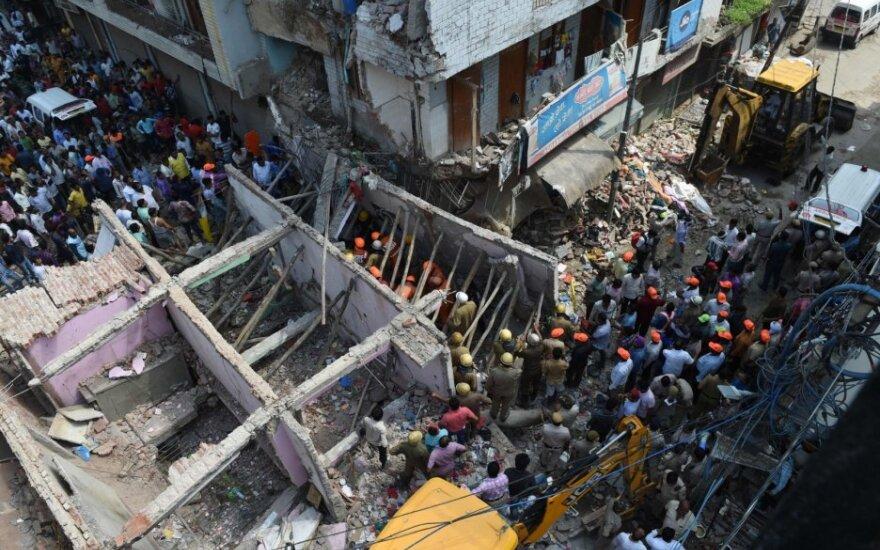 Naujajame Delyje sugriuvus namui žuvo 5 žmonės