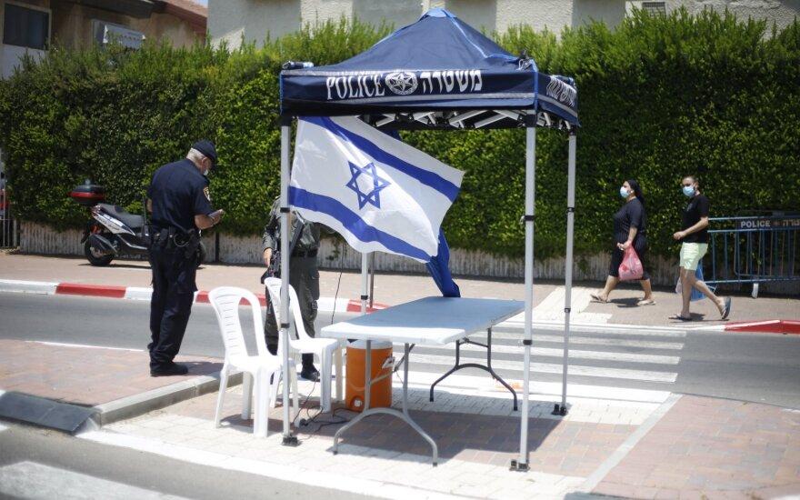 Izraelis įvedė naujus savaitgalių suvaržymus viruso plitimui stabdyti