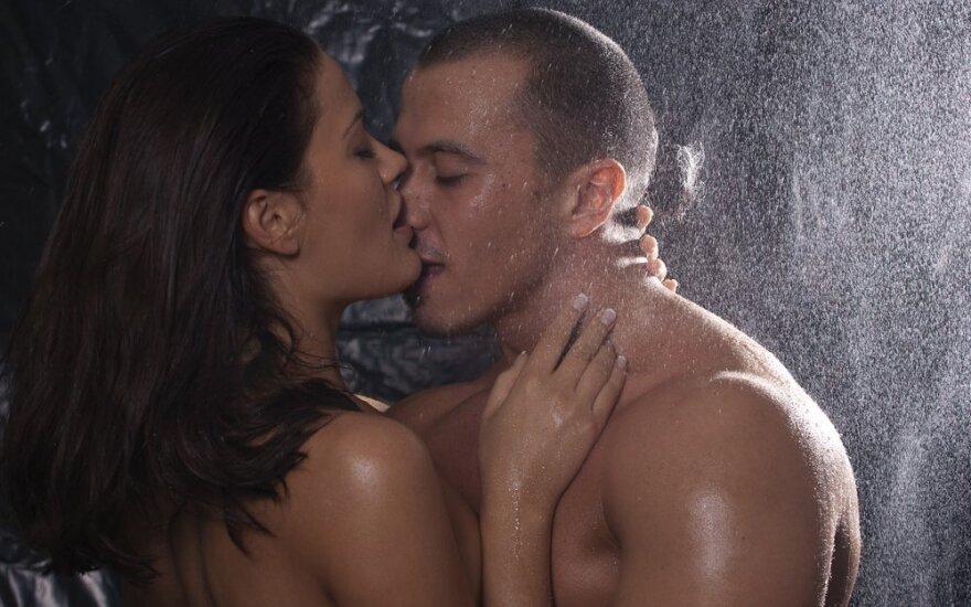 Juslingas seksualumas: kodėl mylimą žmogų norisi pajusti visomis juslėmis