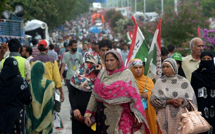 Tūkstančiai pakistaniečių reikalauja premjero atsistatydinimo