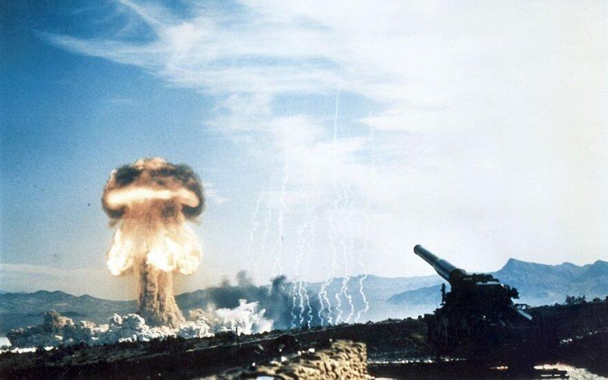 Šūvis branduoliniu sviediniu. 1953-ieji.