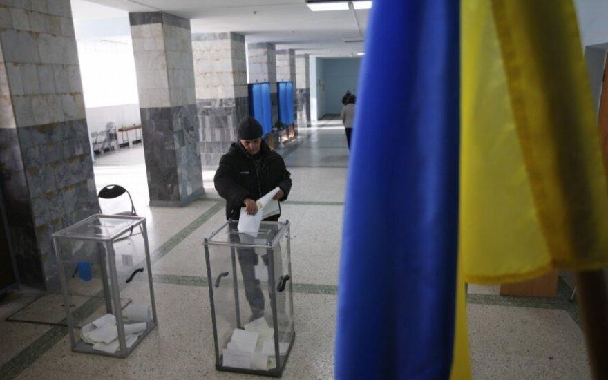Ukraina renka parlamentą: gąsdinama sprogmenimis