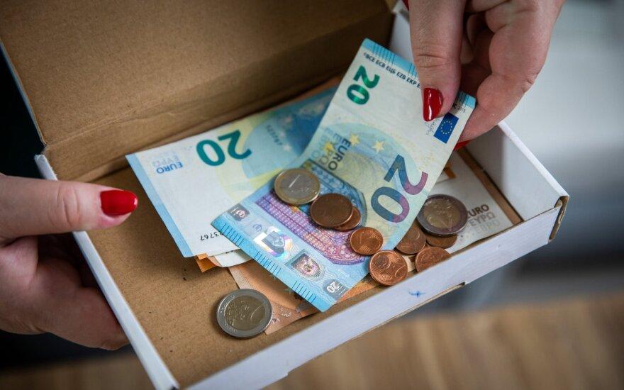 Seimas apsisprendė dėl vyresnių darbuotojų: galės nedirbti ir gauti minimalią algą