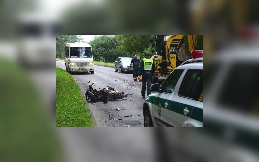 Anykščiuose motorolerio vairuotojas trenkėsi į traktorių