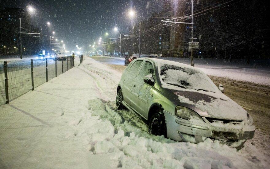 Avarija Laisvės prospekte: BMW nuskrido į priešingą eismo juostą