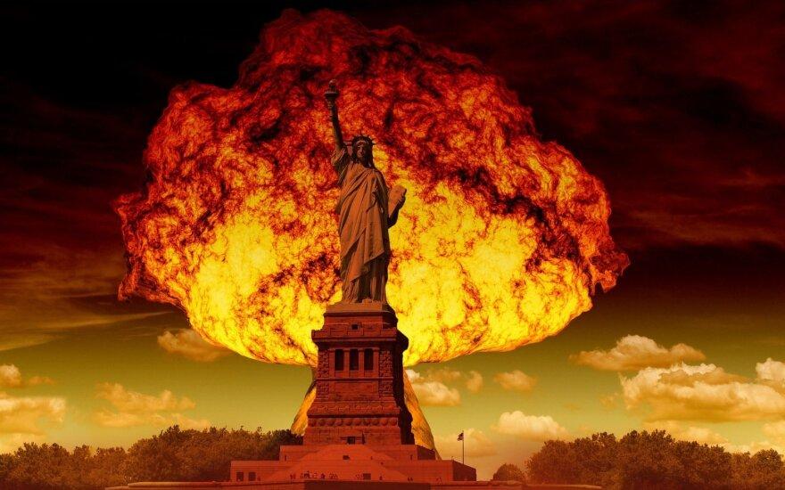 Foto manipuliacija. Laisvės statula branduolinio sprogimo fone