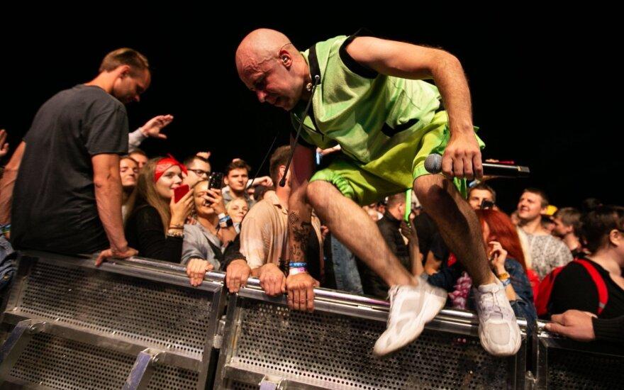 """""""Karklėje"""" Vidas Bareikis surengė tikrą vakarėlį: šoko minioje ir atskleidė populiarios dainos istoriją"""