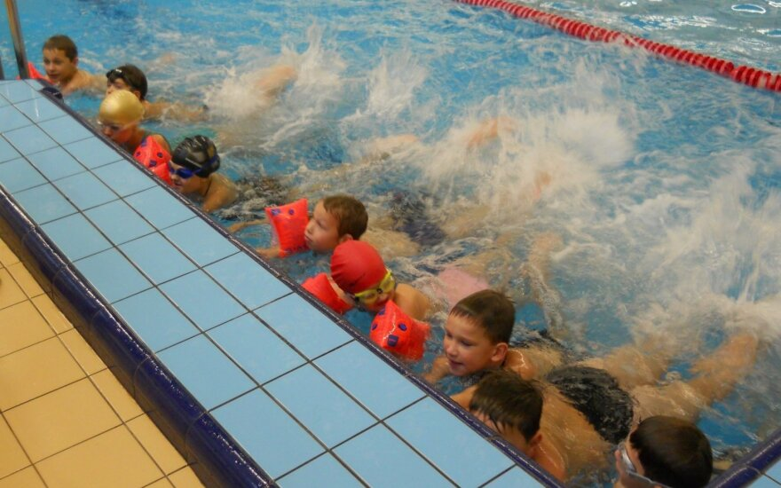 """Projektas """"Mokėk plaukti ir saugiai elgtis vandenyje"""""""