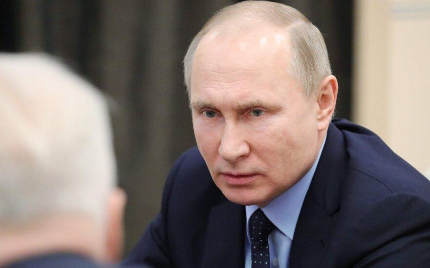 """Rusija žada """"griežtą atsaką"""" į naujas JAV sankcijas"""
