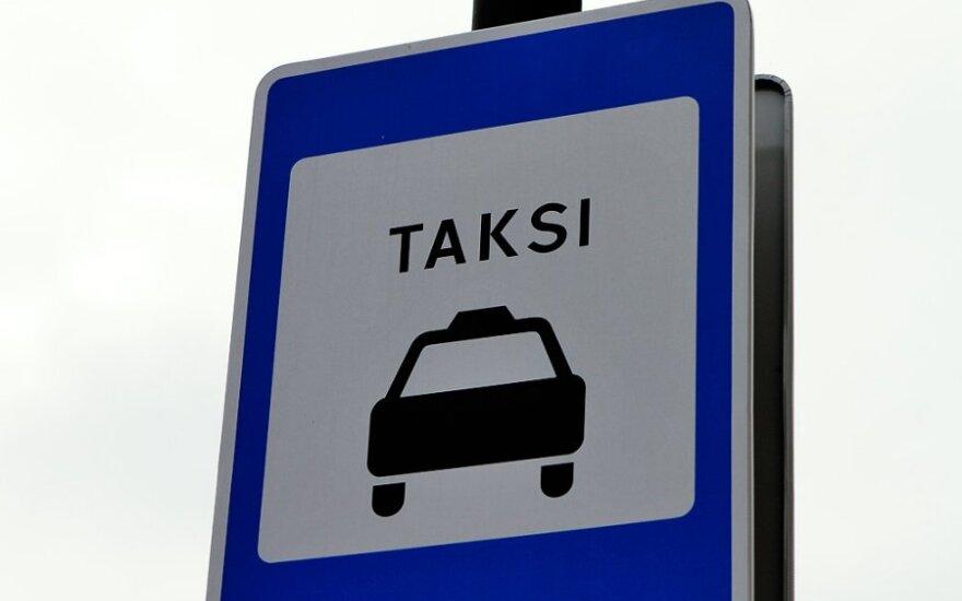 Neleistinai taksi skirtose vietose paliekantiems automobilius – bauda iki 300 Lt