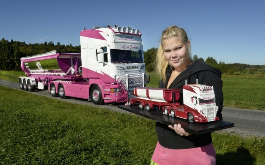 Rožinis Scania R 560 vilkikas