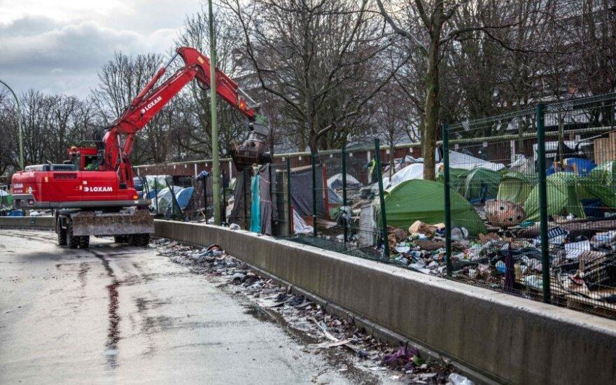 Prancūzijos policija iškeldino šimtus migrantų iš stovyklos Paryžiuje