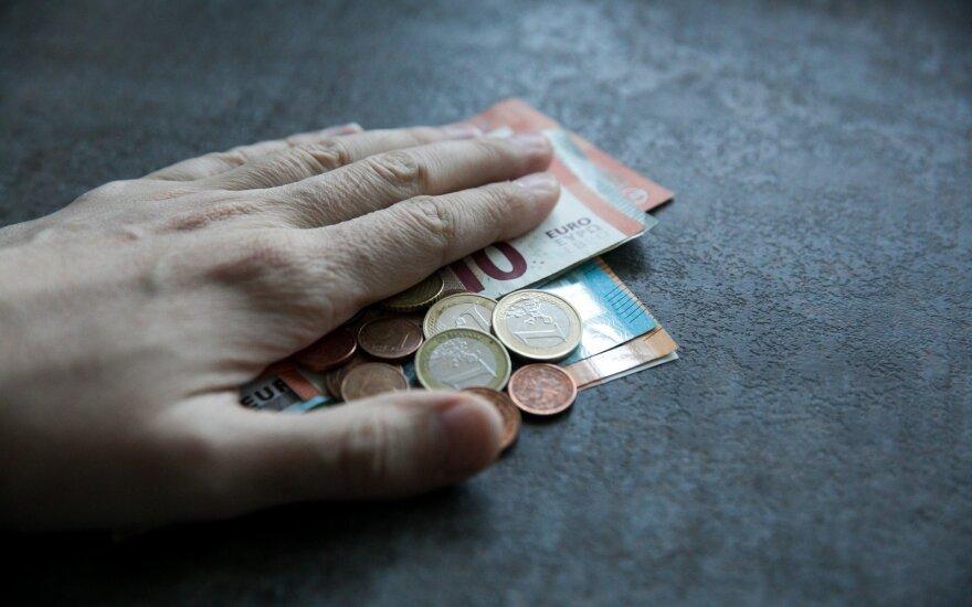Palies tūkstančius: siūlo kitaip išieškoti skolas iš algų